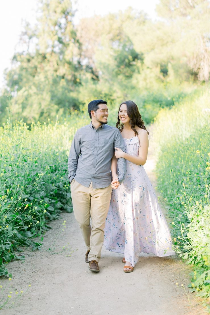 Spring wildflowers engagement session at Bonelli Park by Madison Ellis Photography (2)