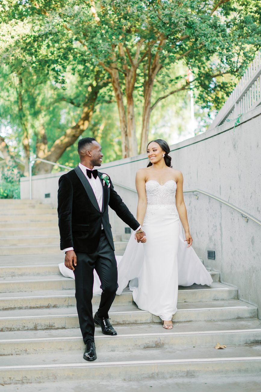 A modern luxurious African inspired fall wedding, in the Richard Nixon Library garden, Yorba Linda by wedding photographer Madison Ellis (4)