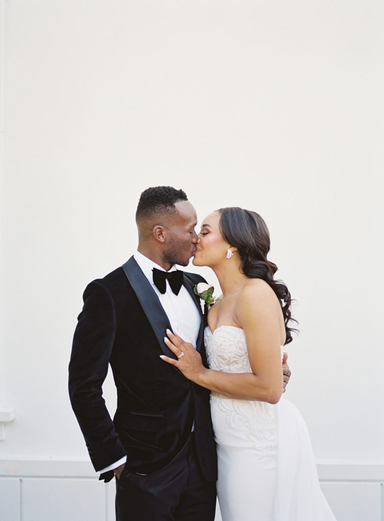 A modern luxurious African inspired fall wedding, in the Richard Nixon Library garden, Yorba Linda by wedding photographer Madison Ellis (1)